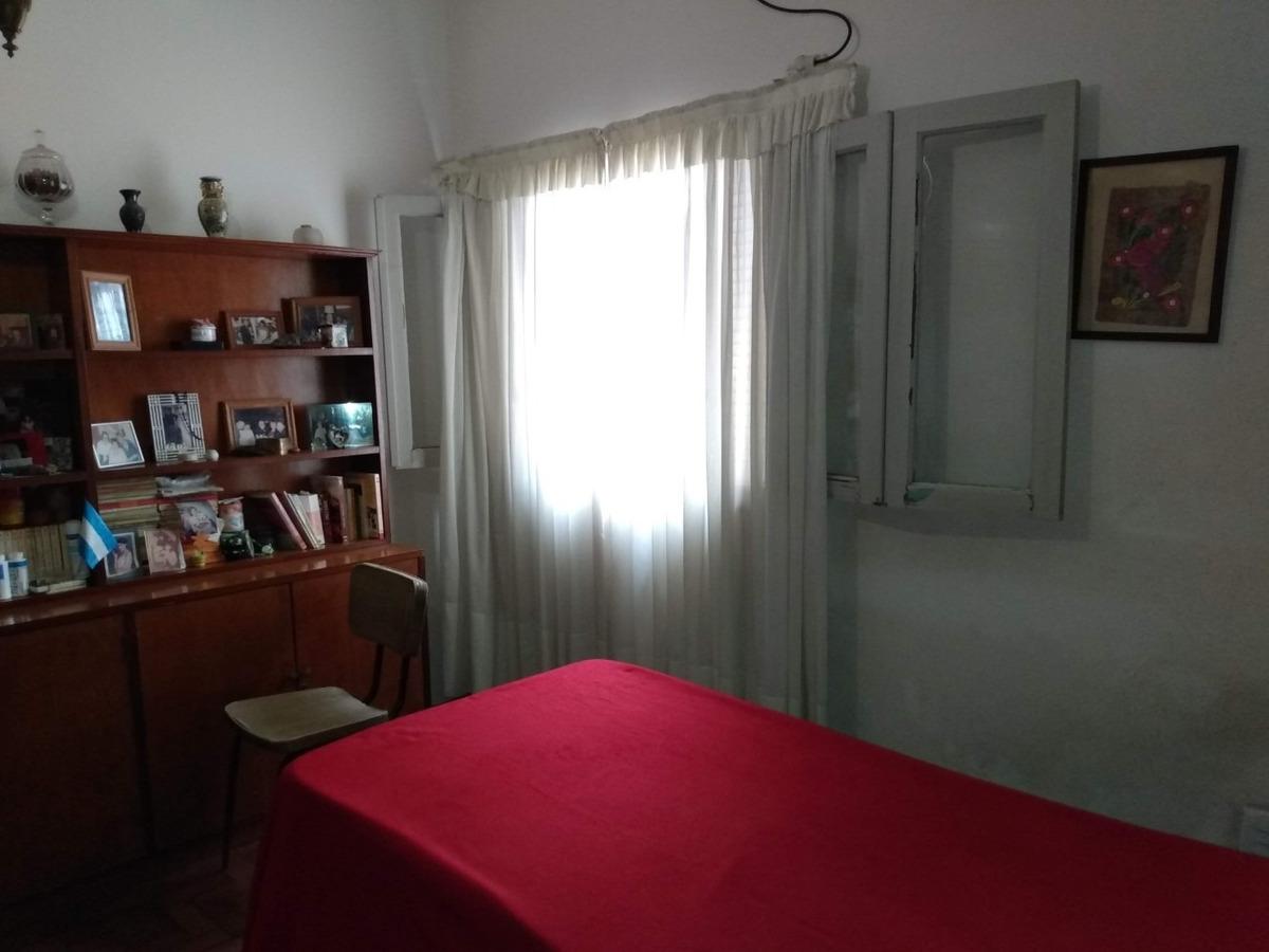 casa al frente dos dormitorios con galpon