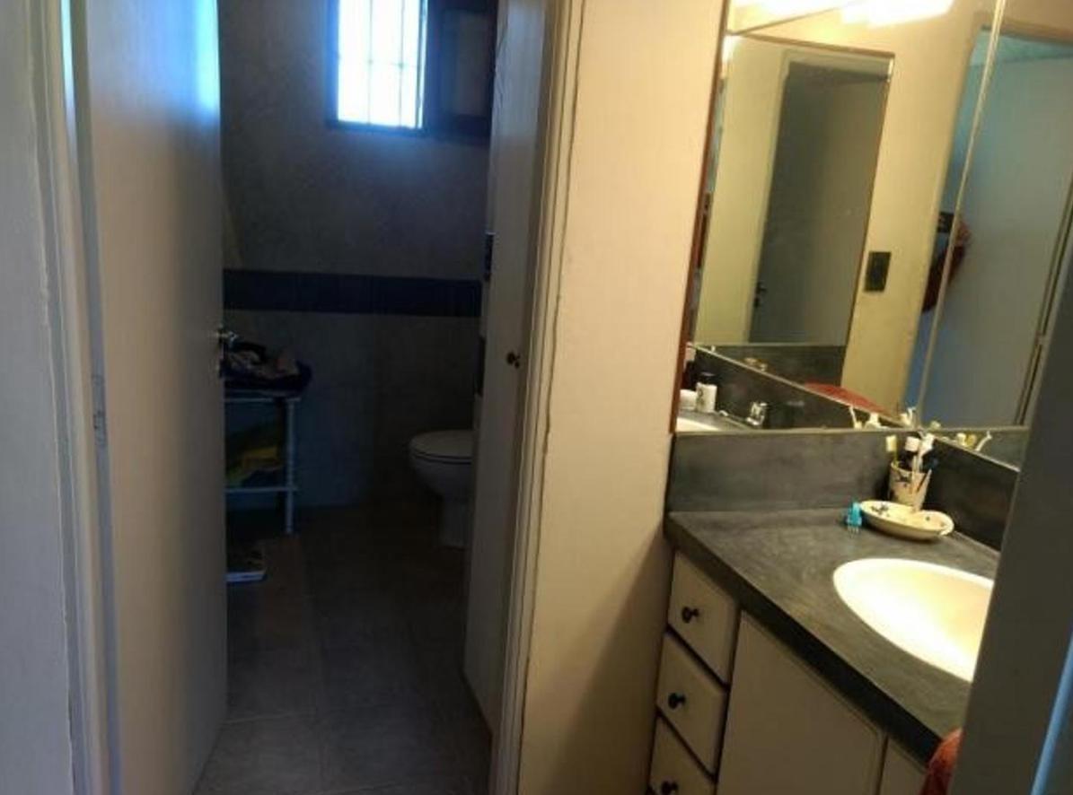 casa alquiler 3 dormitorios, 3 baños y piscina -terreno 11,700 mts 2 - city bell