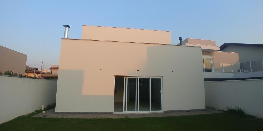 casa alto padrao em condominio com 3 suites ,4 garagens.