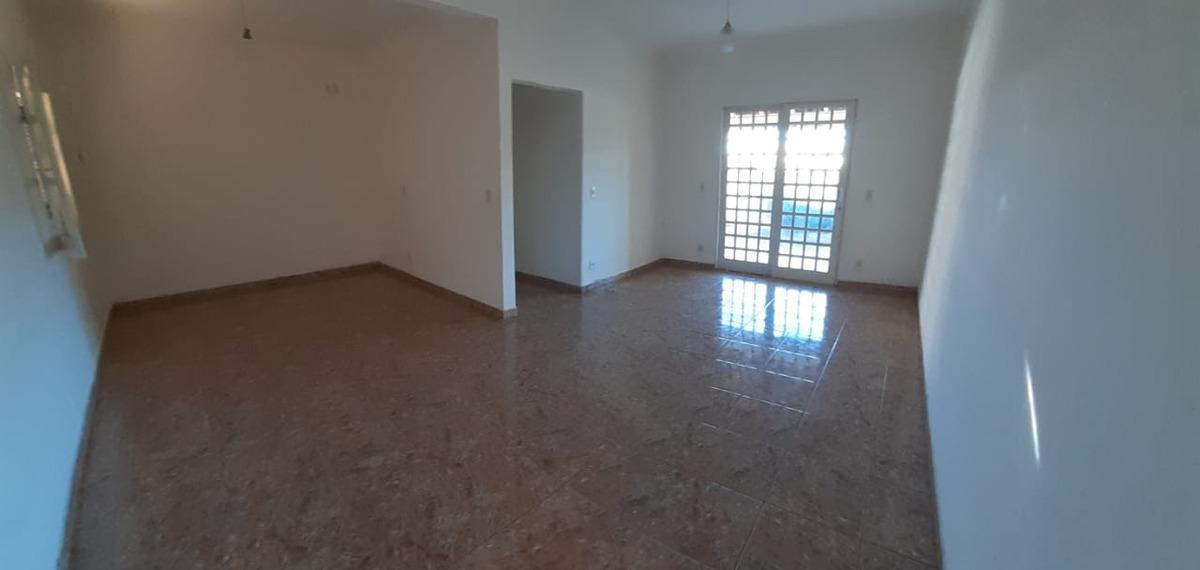 casa alto padrão em são lourenço , sul de minas, 4 quartos , suite , salão com 80 m2 ,piscina , bairro nobre , pode ser também ponto comercial , escritório , atelier ,etc. - 799