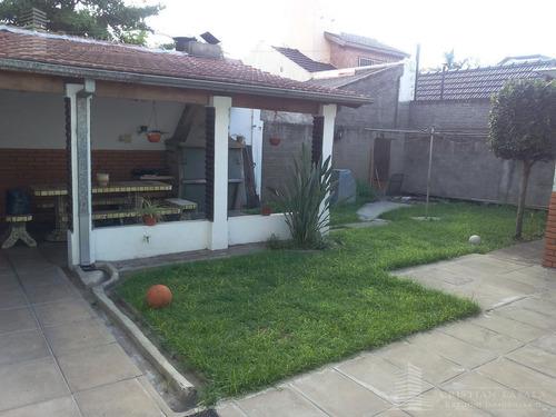 casa americana 2 viviendas con entrada individual. ituuzaingó norte