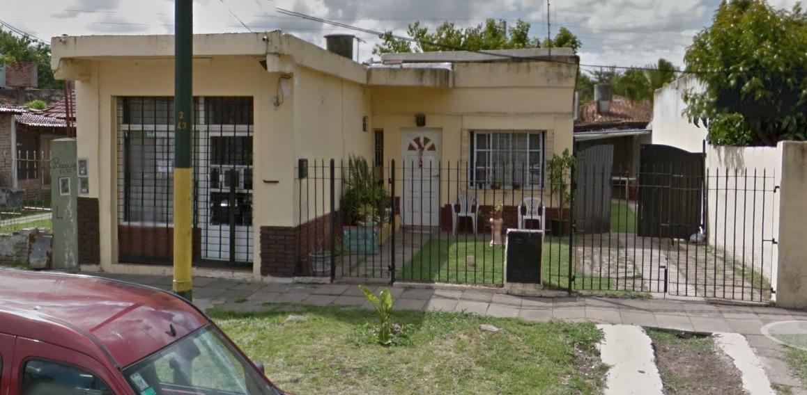 casa americana a la venta en ituzaingo norte. a refaccionar
