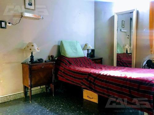 casa americana cde 5 ambientes con gran potencial!!! muy buena zona!!!