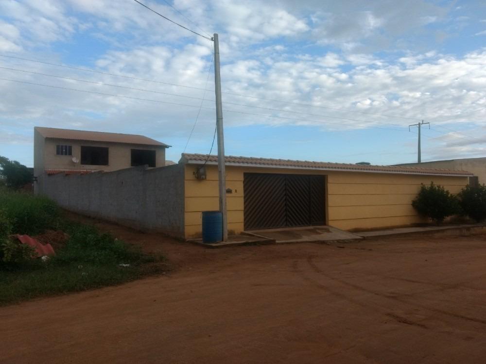 casa ampla, com primeiro andar e ampla área livre