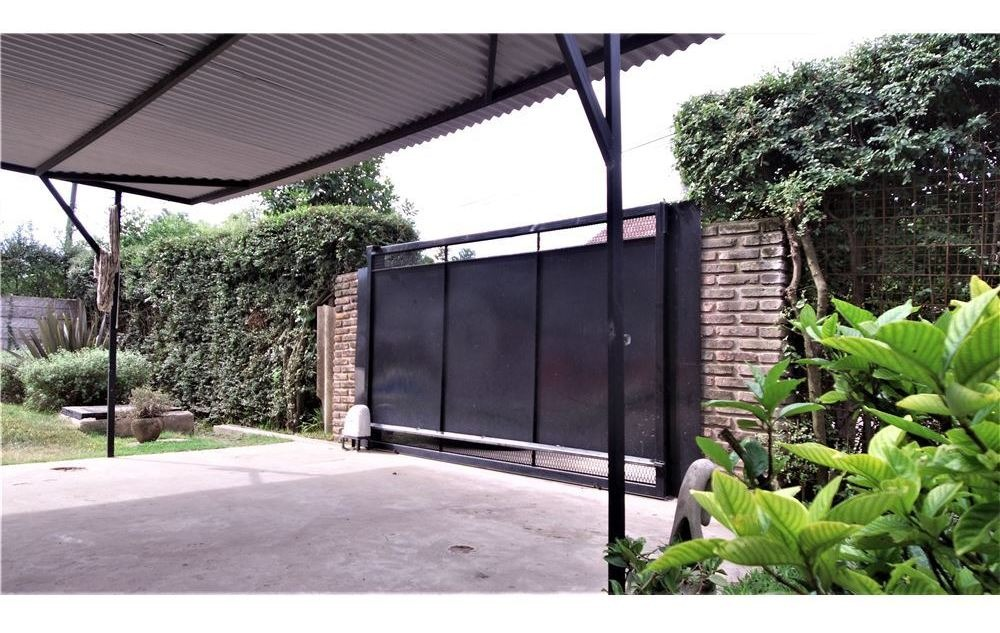 casa amplia 5 ambientes con pileta, parada robles