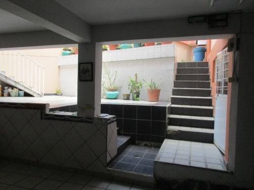 casa amplia con jardín y estacionamiento