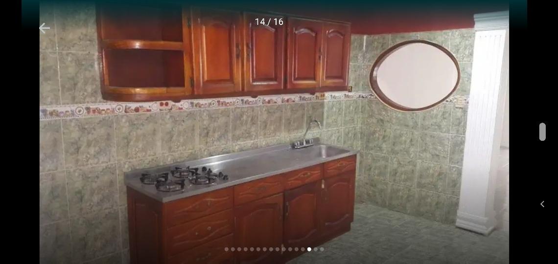 casa amplia e iluminada , 3 habitaciones , 3 baños, patio