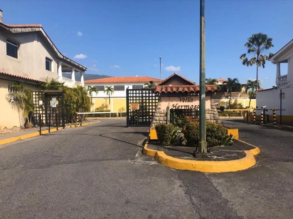 casa amplia en venta urbanización villa hermosa guatire