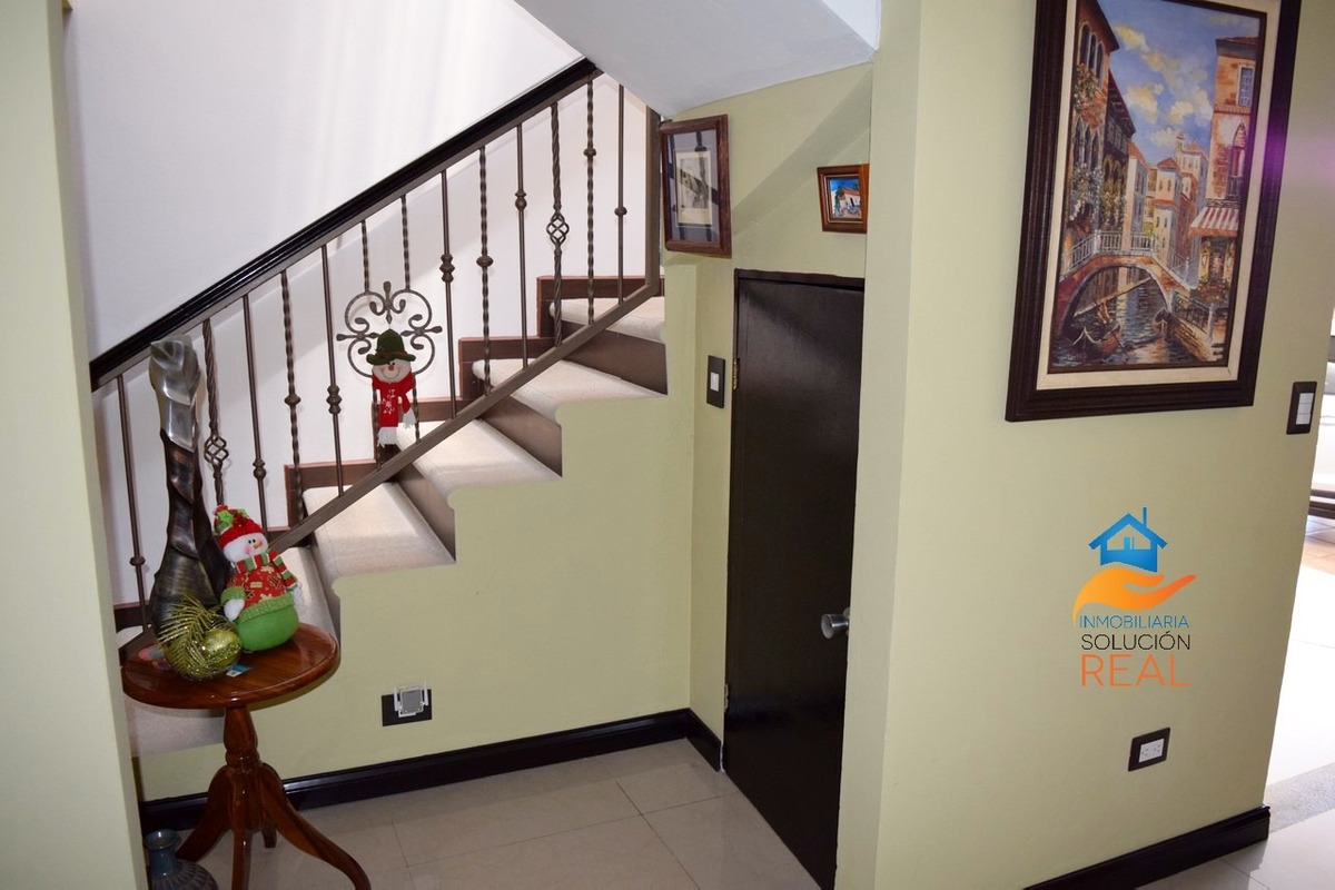 casa amplia, finos acabados, 4 dormitorios, 3 parqueos. c-11