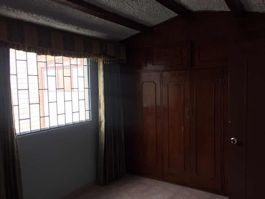 casa amplia lista para habitar, con garaje y patio cubierto