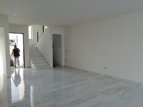 casa amplia y en condominio privado en condesa juriquilla 39-cv-1417