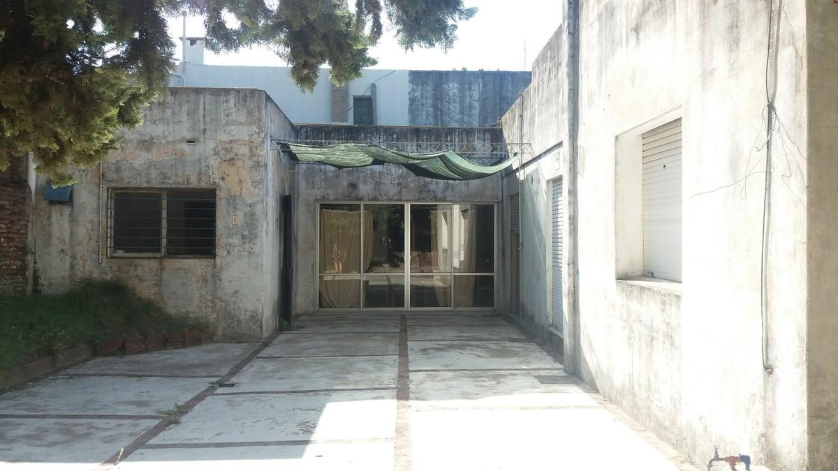 casa antigua a reciclar, a 3 cuadras del centro