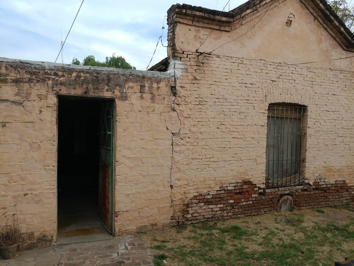 casa antigua con importante terreno