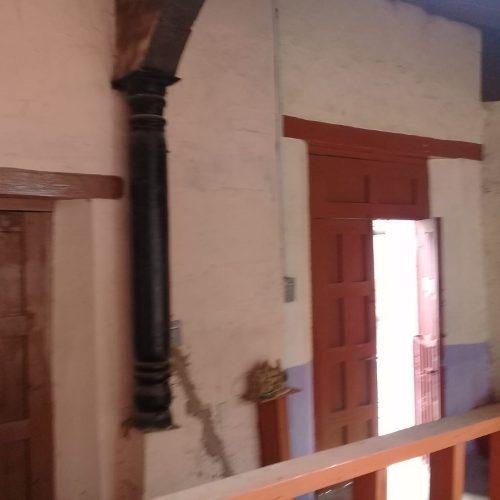 casa antigua, excelentemente bien ubicada!!!