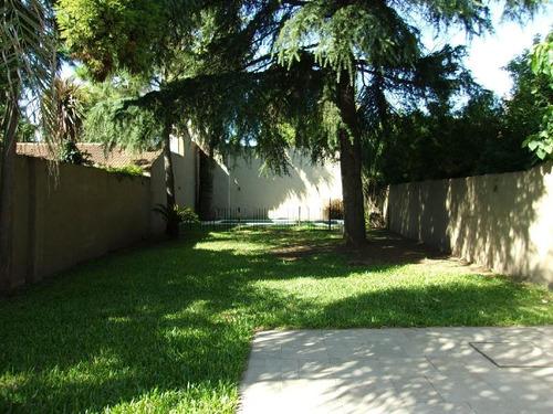 casa antigua muy buen estado, parque y pileta