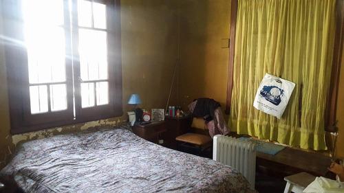 casa antigua sobre 2 lotes + dependencias - caseros