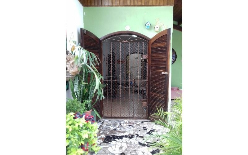 casa aos 300 metros da praia com 3 dormitórios ,sala 2 ambientes e 3 vagas de garagem