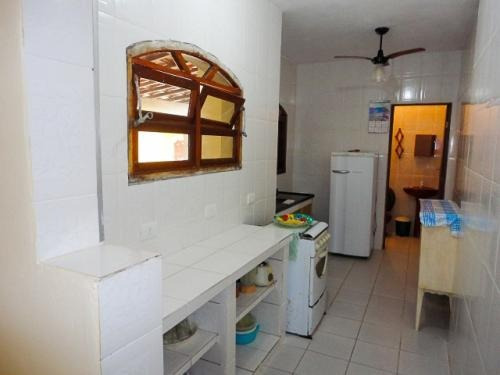 casa, apenas 50 metros do mar, 2 dormitórios e piscina.
