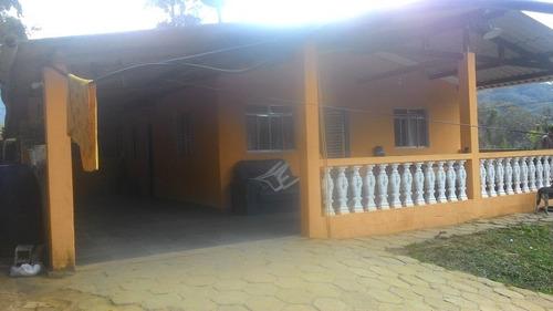 casa / área 690 m² / 2 dormitórios / 3 km da rodovia