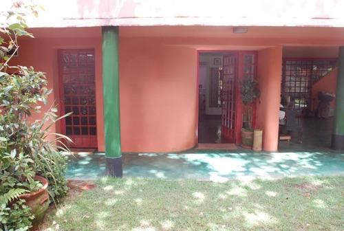 casa arrojada e assinada, com belo jardim, próximo a shopping e clube - 353-im35943