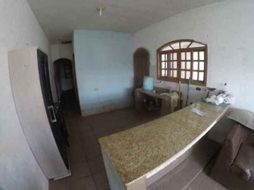 casa barata lado praia com 1 quarto e escritura.