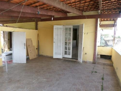 casa barata na praia, 2 quartos, lado praia, prox comércios!