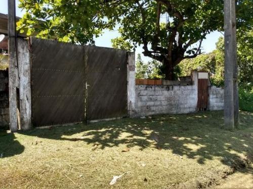 casa barata na praia de itanhaém com quintal, parcelada.