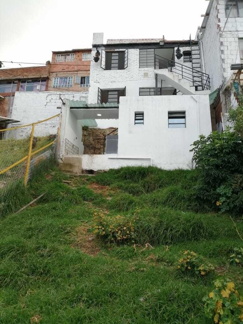 casa barrio  las colinas  a 3 cuadras estacion tm quiroga