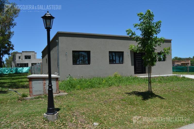 casa - barrio privado santa elena - pilar del este