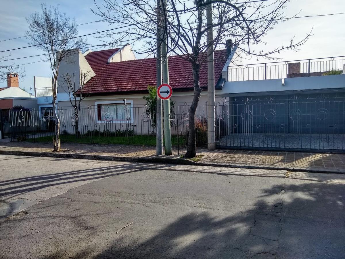 casa barrio urca categoria terreno 600m2 - cochera 4 autos