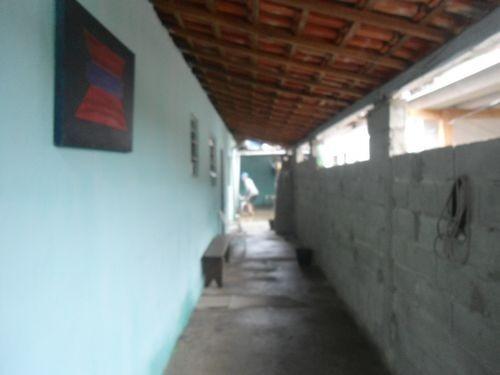 casa bem localizada na primeira quadra ref. 521