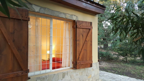 casa bosque abetos y  geranios