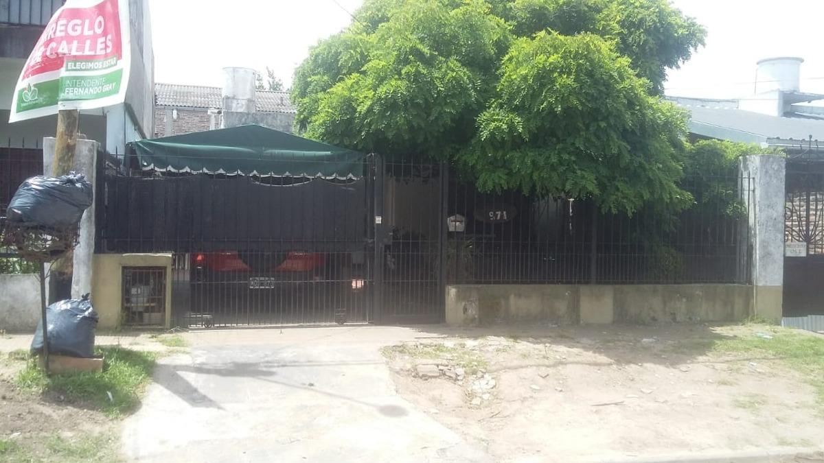 casa buena zona de luis guillon a 8 cuadras de la estacion