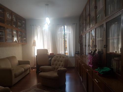 casa c/ 03 dorms (01 suite) e 06 vagas
