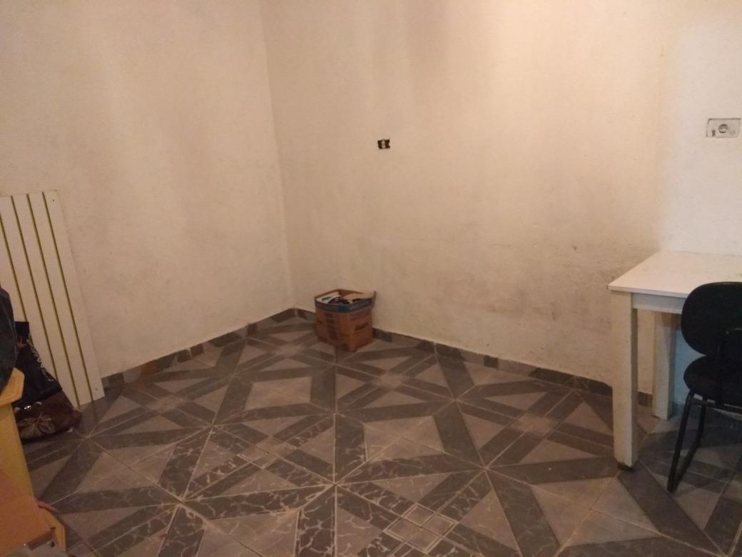 casa c/ 2 cômodos e 1 banheiro.