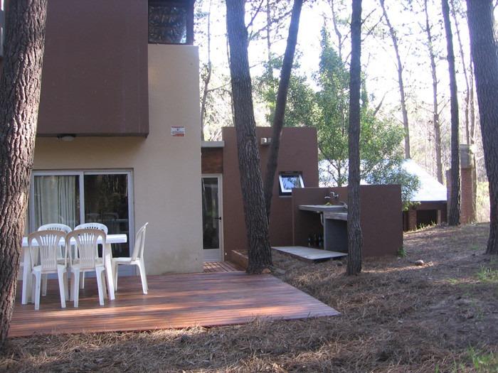 casa cabaña 5 ambientes bosque mar azul alquiler temporareo