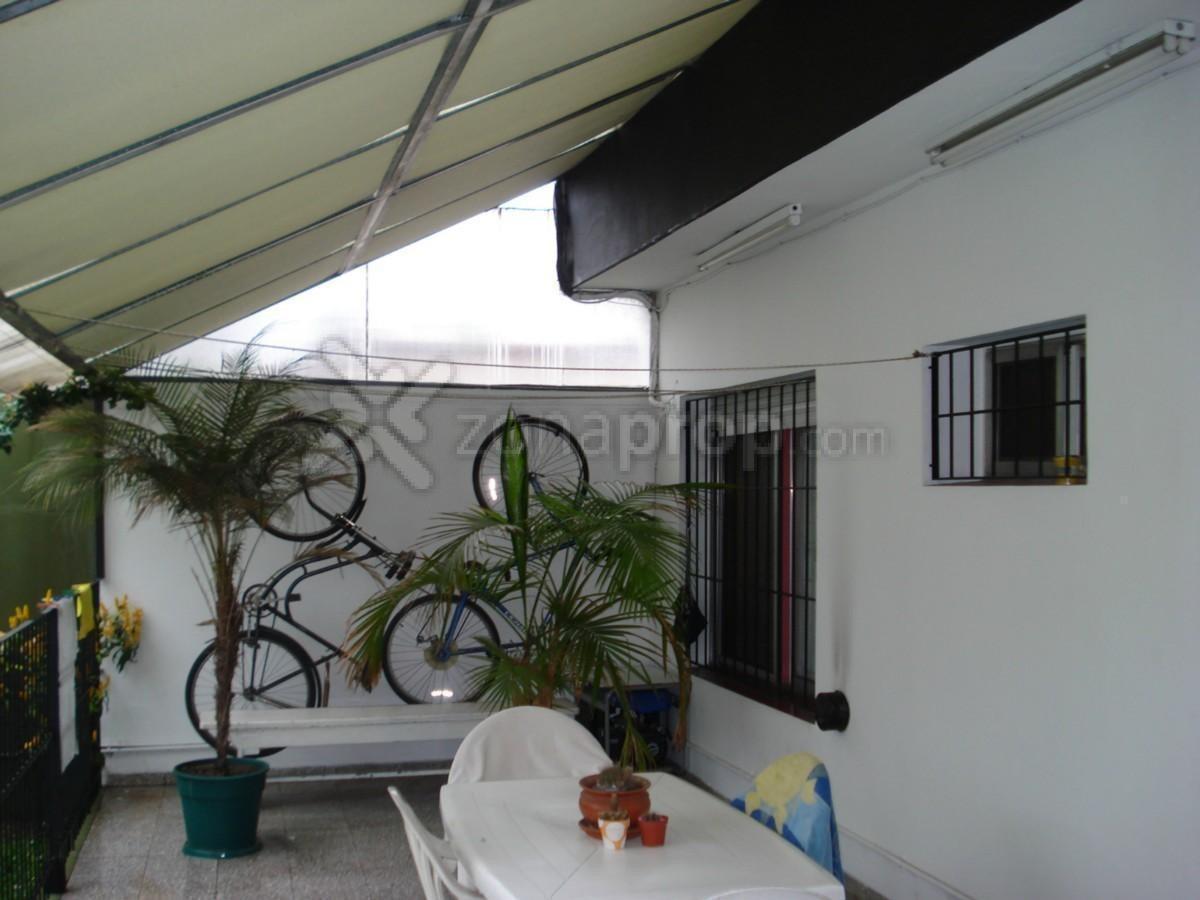 casa calle andrade 77 bernal 4 ambientes
