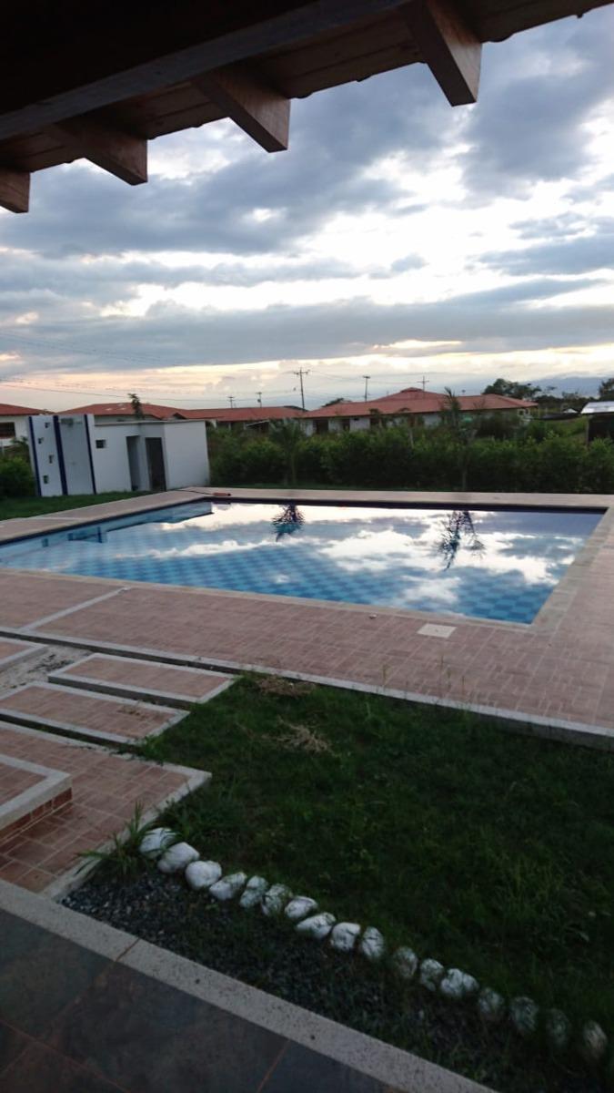 casa campestre 5 habitaciones, baños, jardín, piscina.