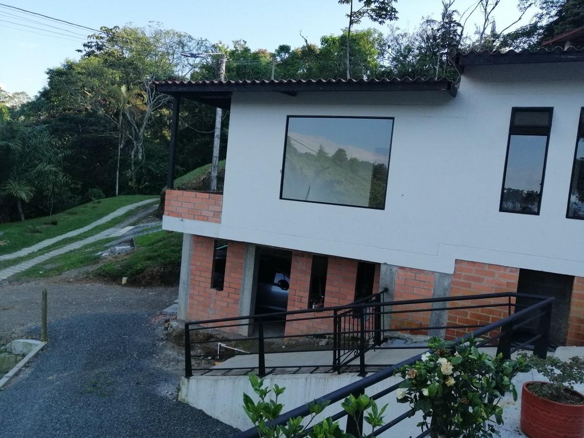 casa campestre con apartamento independi con lote de 950 mts