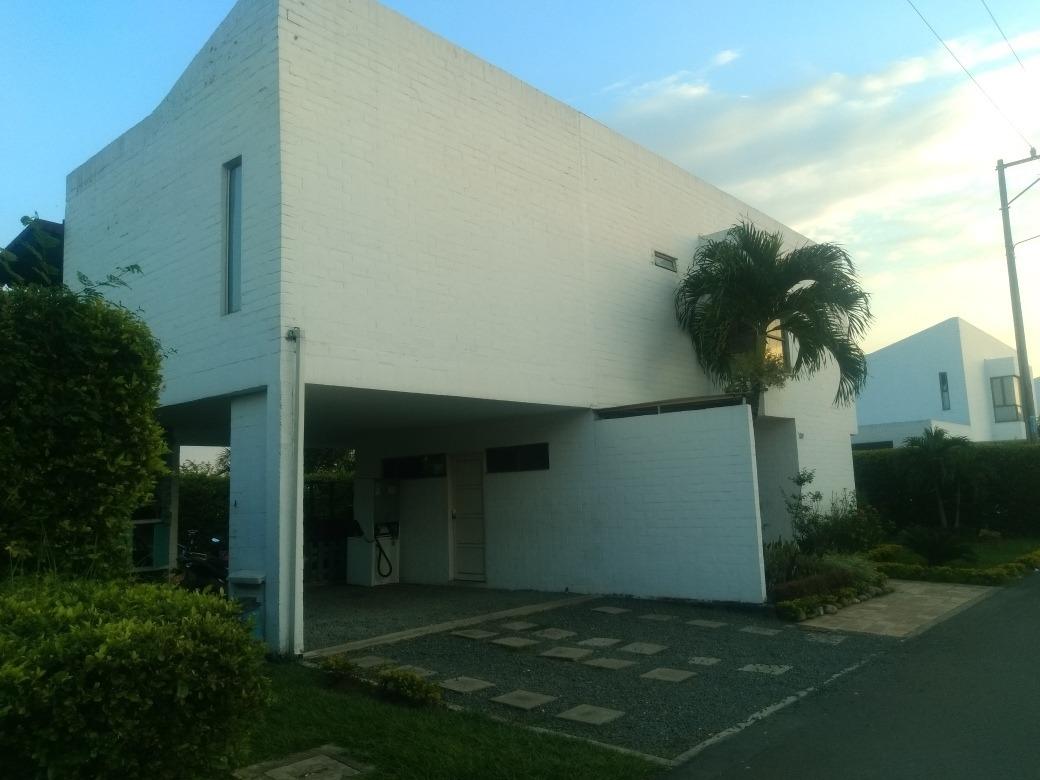 casa campestre en condominio club la morada