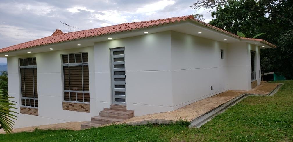 casa campestre ubicada en condominio sierra morena.  1.000 m