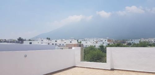 casa, casas de tres pisos en fraccionamiento privado cumbres