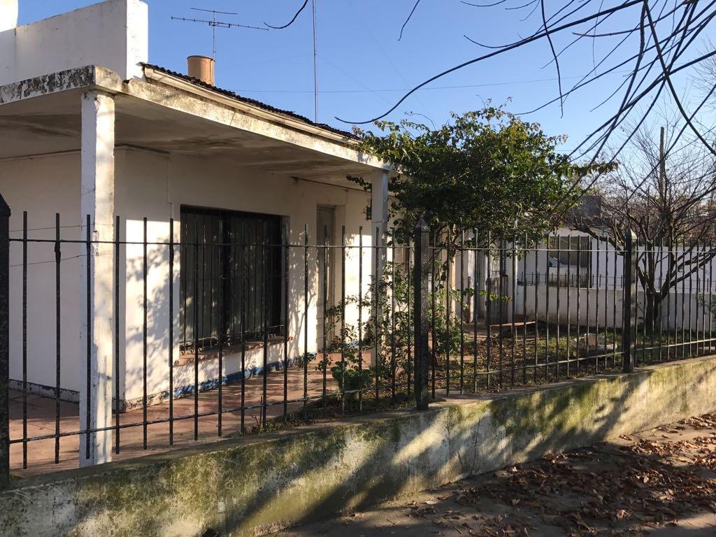 casa céntrica - próxima a barrio el chañar