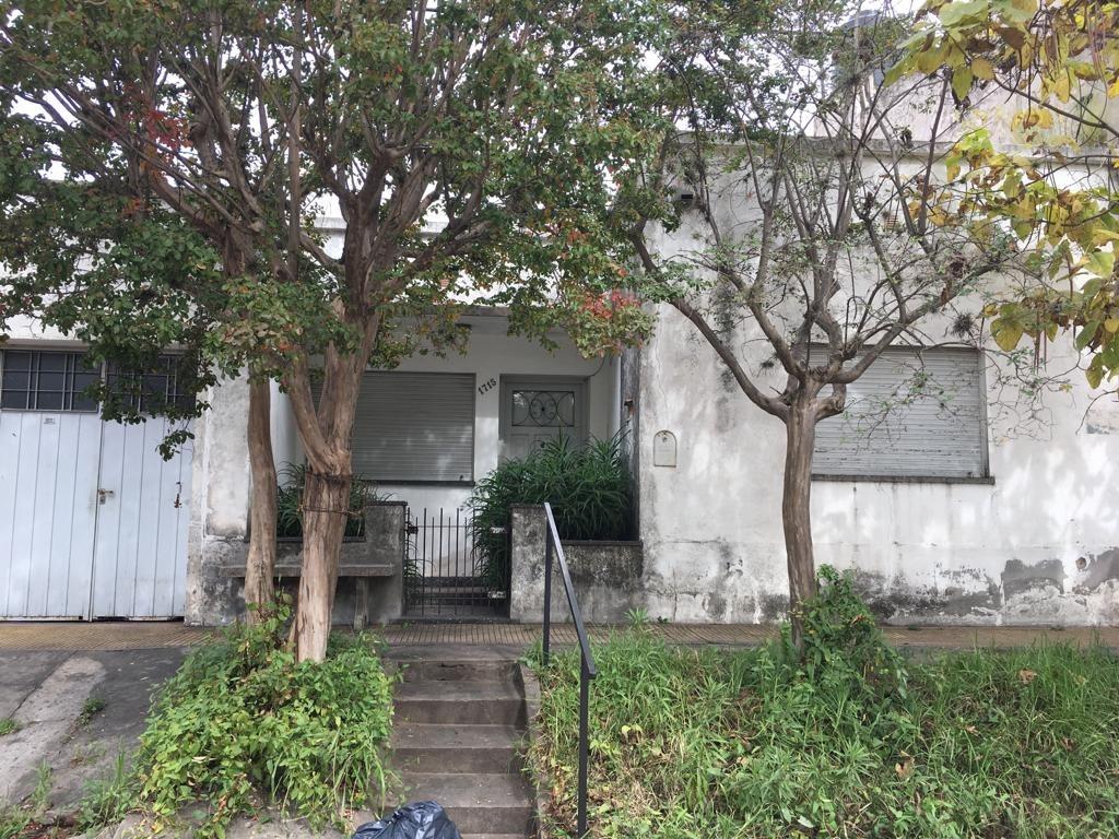 casa céntrica 2 dormitorios, garage y patio