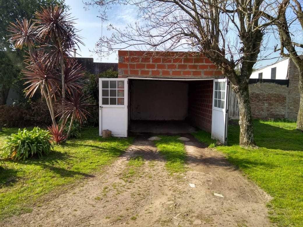 casa centrica - amplio parque con pileta - gral. las heras
