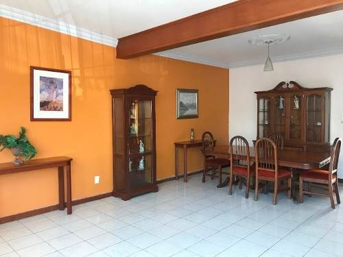casa céntrica con excelente ubicación a una cuadra del jardín núñez, colima
