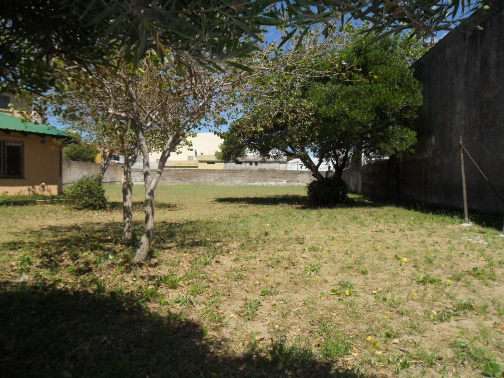 casa centrica con muy amplio terreno en av. cost. (cod. 981)