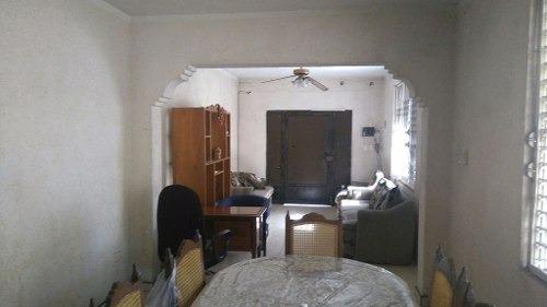 casa centrica de 3 habitaciones muy cerca de la av itzaes