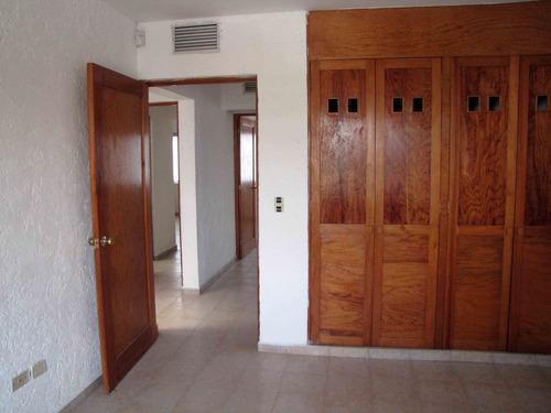 casa centrica o para oficinas , atras de plaza outlet, sm 38