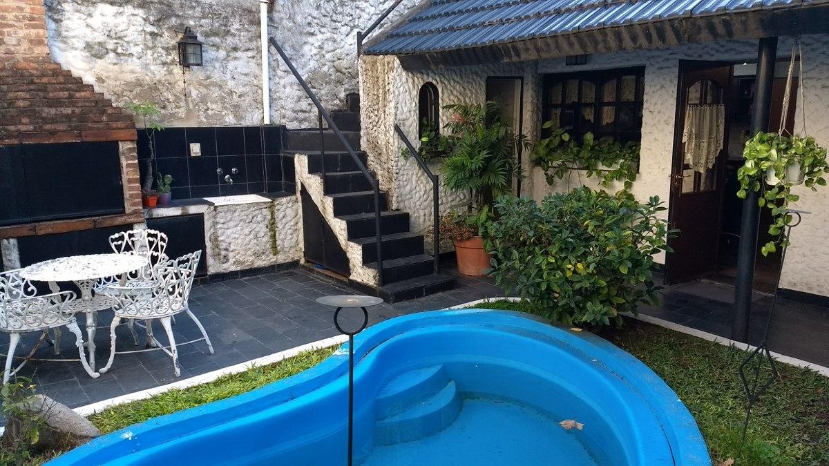 casa chalet 4 ambientes cochera - jardin - pileta.